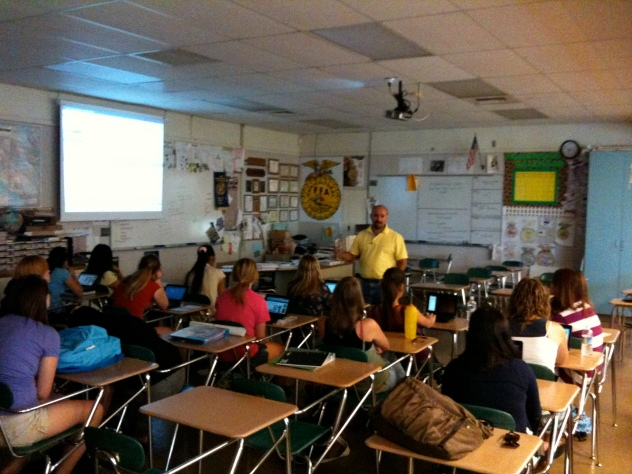 Danny Silva (@iteachag) and class. 1:1 Take Home Netbook pilot, circa 2009